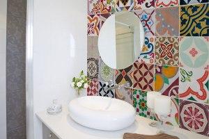 adesivo-para-azulejo-banheiro-colorido