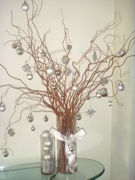 árvores-de-natal-com-galhos-secos-decoradas